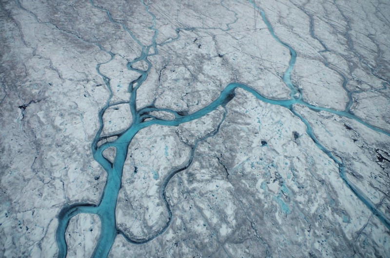 Greenland ice sheet melting feedbacks: albedo & meltwater